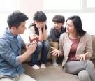 有智慧的父母,从不当着孩子面做这5件事!