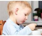 宝宝以下时间就要开始独立吃饭,错过了,宝妈等着费劲喂吧